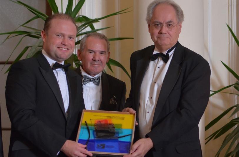 Med-Forum-Award_Prof-Abulaf